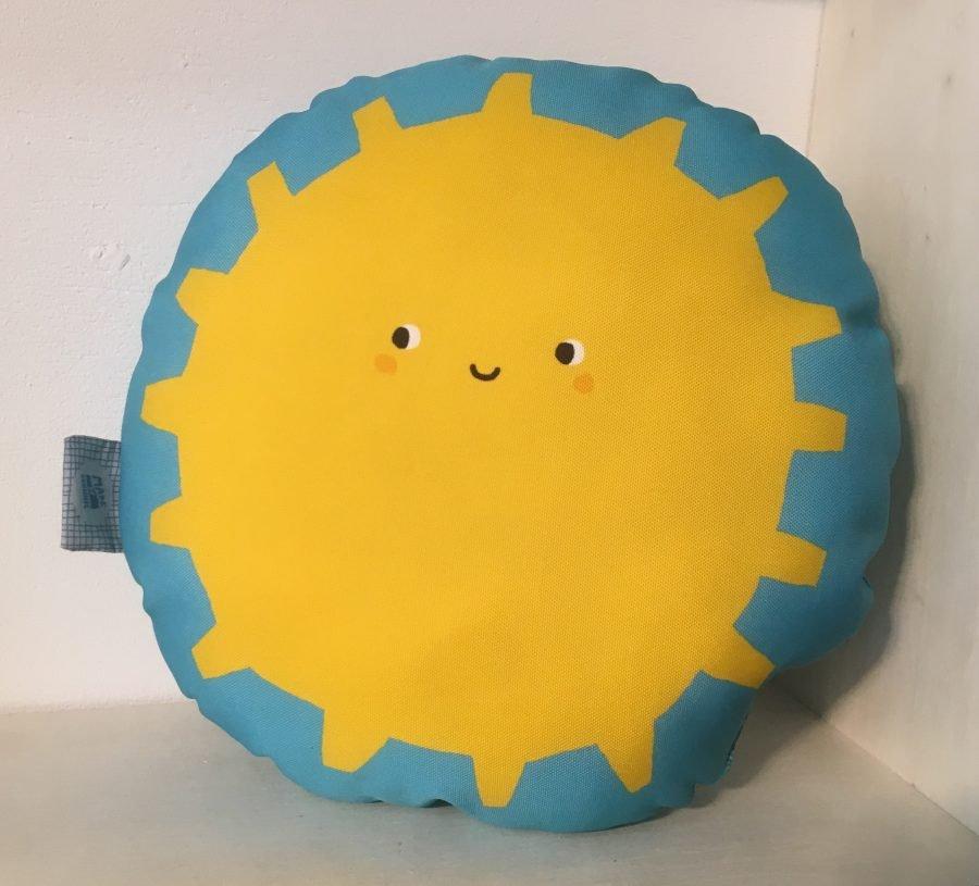 made by johnnie knuffelkussen sun